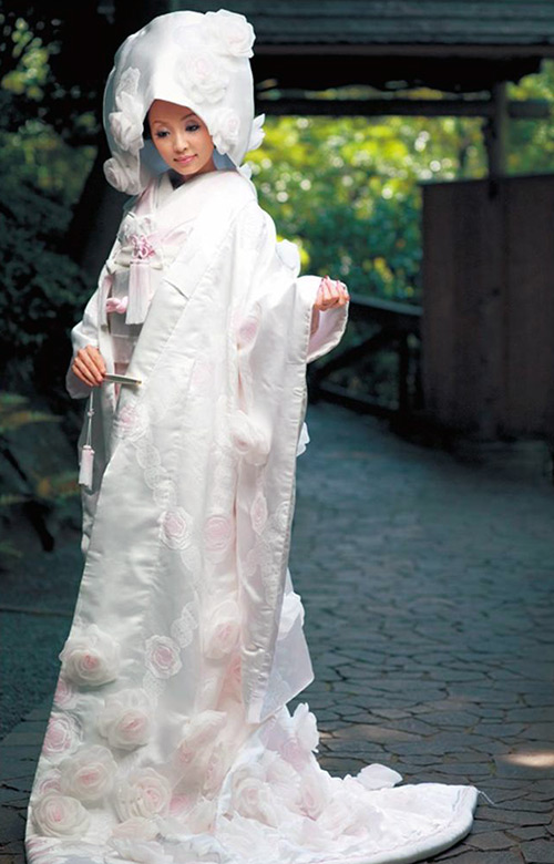 More stylish wedding kimono for those with a bigger budget
